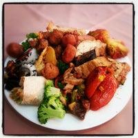 Photo taken at Lótus Restaurante Vegetariano by Alber S. on 1/18/2013