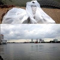 Photo taken at ท่าเรือราษฎร์บูรณะ (บิ๊กซี) Ratburana (Big C) Pier S4 by Verutai L. on 7/7/2014