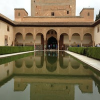 Photo taken at La Alhambra y el Generalife by Ozlem B. on 4/20/2013