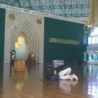 Photo taken at Masjid Agung Al-Ukhuwwah by Irawan D S. on 12/22/2012