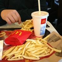 Photo taken at 麦当劳 McDonald's by Thia N. on 1/3/2013