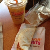 Photo taken at Dunkin' Donuts by Luisa Z. on 5/21/2013