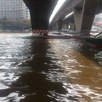 Photo taken at Tak Sin Pier by Йожик Б. on 2/17/2014