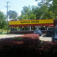 Photo taken at Waffle House by Steven M. on 4/5/2015