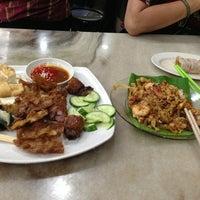 Photo taken at Restoran Ho Ho Sek (好好吃) by Yin L. on 12/30/2012