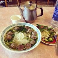 Photo taken at Pho 777 Vietnamese Restaurant by Jon P. on 11/9/2014