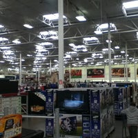 Photo taken at Sam's Club by Tommy Alan R. on 1/10/2013