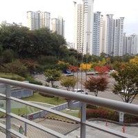 Photo taken at 동탄복합문화센터 by John Jeongwoo K. on 10/21/2016