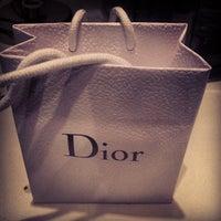 Das Foto wurde bei Christian Dior von Jordan C. am 8/28/2013 aufgenommen