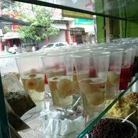 Photo taken at Xôi Chè Bùi Thị Xuân by ぶりじっと え. on 12/25/2015