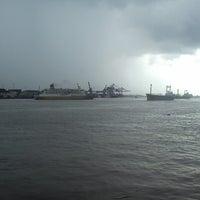 Photo taken at pelampung penyebrangan ferry prima eksekutif by Richie on 4/29/2013