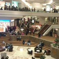 Foto tirada no(a) Woodfield Mall por Juan L. em 2/2/2013