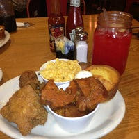 Photo taken at Lo-Lo's Chicken & Waffles by Neash .. on 7/23/2013