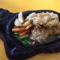 Photo taken at Waroeng Steak & Shake by yovi o. on 5/22/2014