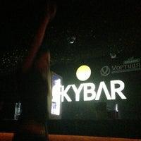 Снимок сделан в Skybar пользователем youknowmeua 3/30/2013