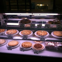 Photo taken at Du-par's Restaurant & Bakery by Bob P. on 1/27/2013