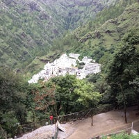 Photo taken at Shri Mata Vaishno Devi Shrine | श्री माता वैष्णो देवी मंदिर by Raghav K. on 7/30/2013