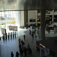 Photo taken at Aeroporto de Lisboa - Chegadas / Arrivals by Михаил Б. on 5/10/2013