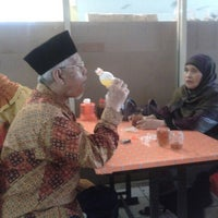 Photo taken at Mie Baso Aladin by Fityan A. on 2/16/2013