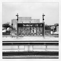 Photo taken at CTA - Southport by Lee A. on 1/31/2013