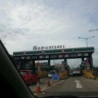 Photo taken at Jalan Tol Lingkar Luar Jakarta Seksi W1 (JORR W1) by Ferdinand T. on 4/9/2013