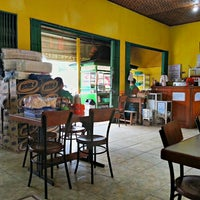 Photo taken at Bakso Titoti Wonogiri by Adhari H. on 5/12/2014