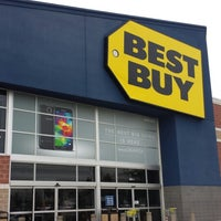 Photo taken at Best Buy by Luis M. C. on 4/18/2014