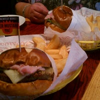 Photo taken at Red Robin Gourmet Burgers by James J. on 9/6/2012