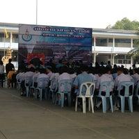 Photo taken at โรงเรียนทีปังกรวิทยาพัฒน์ (มัธยมวัดหัตถสารเกษตร) Dipangkornwittayapat (Mattayomwathatasankaset) School by Mutchima T. on 2/5/2013