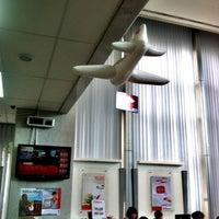 Photo taken at Bank Sinarmas by 杨翼 on 5/2/2013