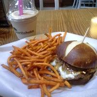 Photo taken at Burger Moovment by Enrique L. on 5/30/2013