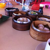 Photo taken at 美和海鲜餐馆 by mandy c. on 4/12/2013