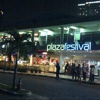 Photo taken at Plaza Festival by Enroen on 3/2/2013