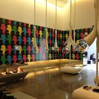Photo taken at Oscar Freire Design Offices by Tienda V. on 6/12/2013