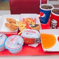 Photo taken at KFC by Wimonnat C. on 7/26/2016