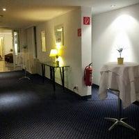 Das Foto wurde bei Hotel Donauzentrum von Татьяна Ю. am 6/19/2013 aufgenommen