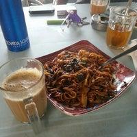 Photo taken at Restoran JS Maju by Amir M. on 3/11/2013
