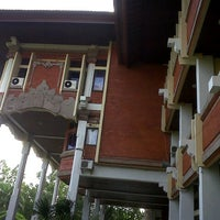 Photo taken at Rektorat Universitas Udayana by Sassu D. on 12/17/2012