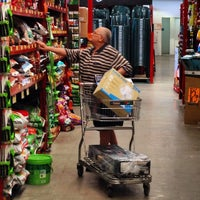 Photo taken at Bunnings Warehouse by Ed M. on 10/15/2014
