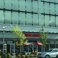 Photo taken at Five Guys by Mariel d. on 5/23/2015