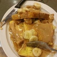 Photo taken at Leena's cafe by Richard Y. on 10/10/2015