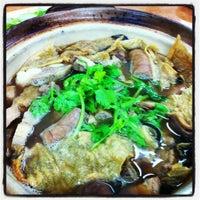 Photo taken at 新华肉骨茶 Xin Wah by Chong C. on 11/23/2012
