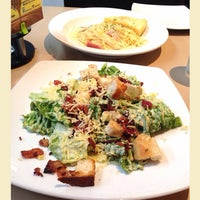 Photo taken at Pizza Hut Bistro by Issa TC on 8/1/2014