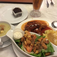 Photo taken at Kenny Rogers Roasters by Tan K. on 4/12/2016