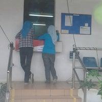Photo taken at Pejabat Pos (Post Office) by Encik Ahmad N. on 3/20/2013