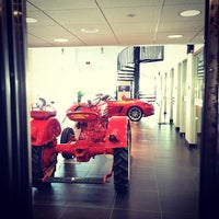Photo taken at Reeves Porsche by Zaqueray B. on 3/20/2014