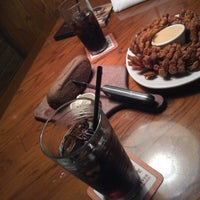Photo taken at Outback Steakhouse by Airton M. on 5/2/2013