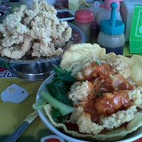 Photo taken at Hot Cui Mie by Dyah I. on 6/14/2013