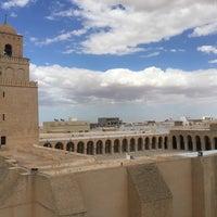 Photo taken at جامع عقبة بن نافع | La Grande Mosquée | Great Mosque of Kairouan by Альбина ➰ on 8/7/2016