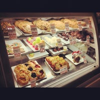 Photo taken at La Grande Orange Grocery & Pizzeria by Justin Eats on 12/11/2012